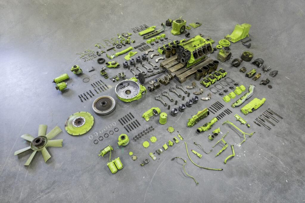 V8 OM422 exploded - photo by Ruben van Vliet